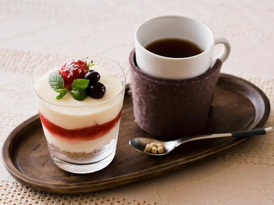 苺ソースのレアチーズケーキと生姜紅茶 イメージ